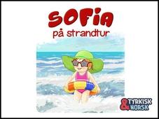 Sofia på strandtur Tyrkisk-norsk