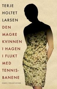 Den magre kvinnen i hagen i flukt med tennisb